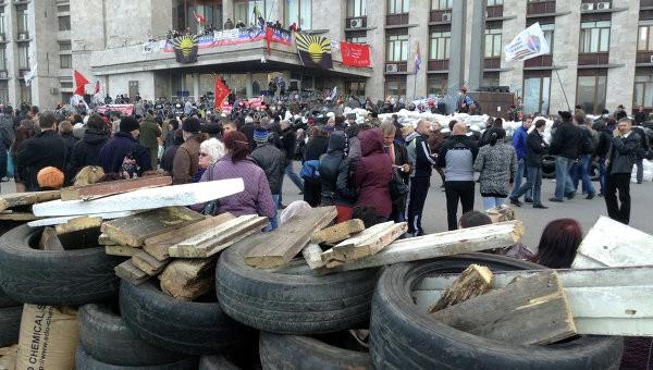 Ukraine điều đoàn xe bọc thép vào Lugansk dẹp biểu tình