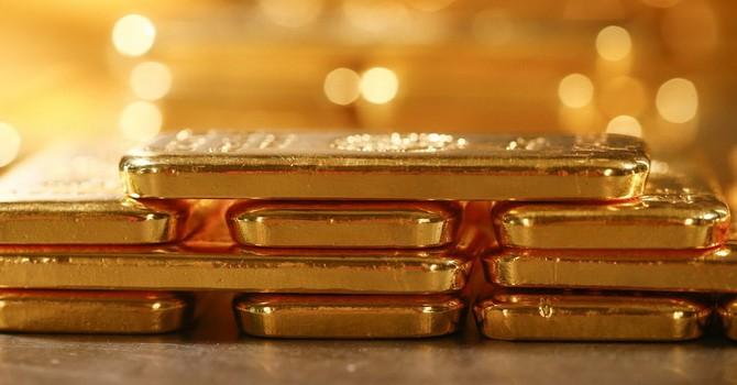 Giá vàng tăng vọt khi sản xuất Mỹ đón tín hiệu tiêu cực