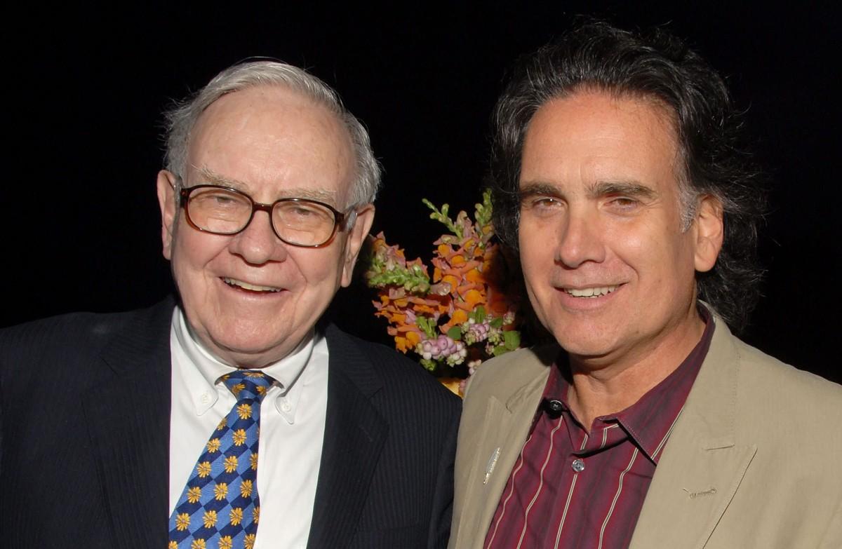 Con trai tỷ phú Warren Buffett tiêu sạch tiền thừa kế để theo đuổi đam mê như thế nào?