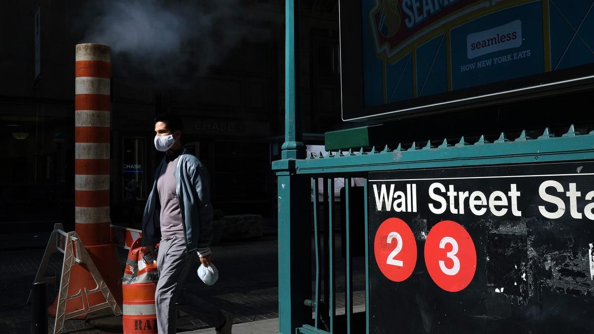 Nỗi lo thiếu gói hỗ trợ kinh tế, Covid-19 khiến Dow Jones mất hơn 500 điểm