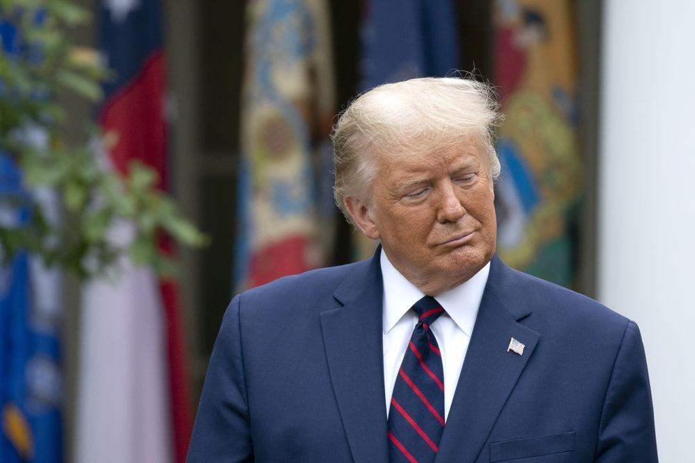 Tổng thống Trump dập tắt hy vọng về gói kích thích tài khóa, Dow Jones sụt 375 điểm