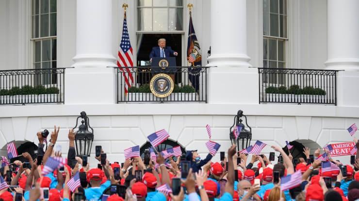 Bác sỹ riêng khẳng định Tổng thống Trump không còn có thể lây Covid-19 cho người khác