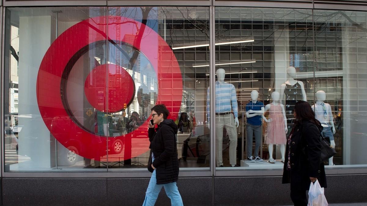 Thị trường bán lẻ Mỹ bất ngờ phục hồi mạnh dù đại dịch Covid-19 căng thẳng