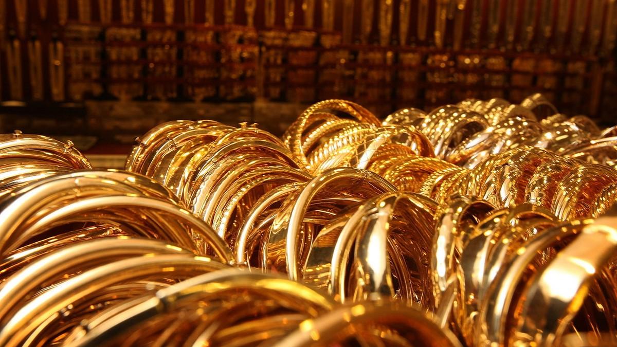 Diễn biến 24 giờ tới sẽ quyết định hướng đi của giá vàng sau phiên rớt thảm 100USD/ounce
