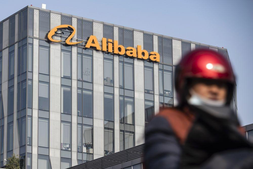 Leo thang căng thẳng, chính quyền Donald Trump có thể cấm đầu tư vào cổ phiếu Alibaba và Tencent