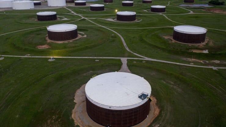 Giá dầu tăng 20% trong tháng 2/2021