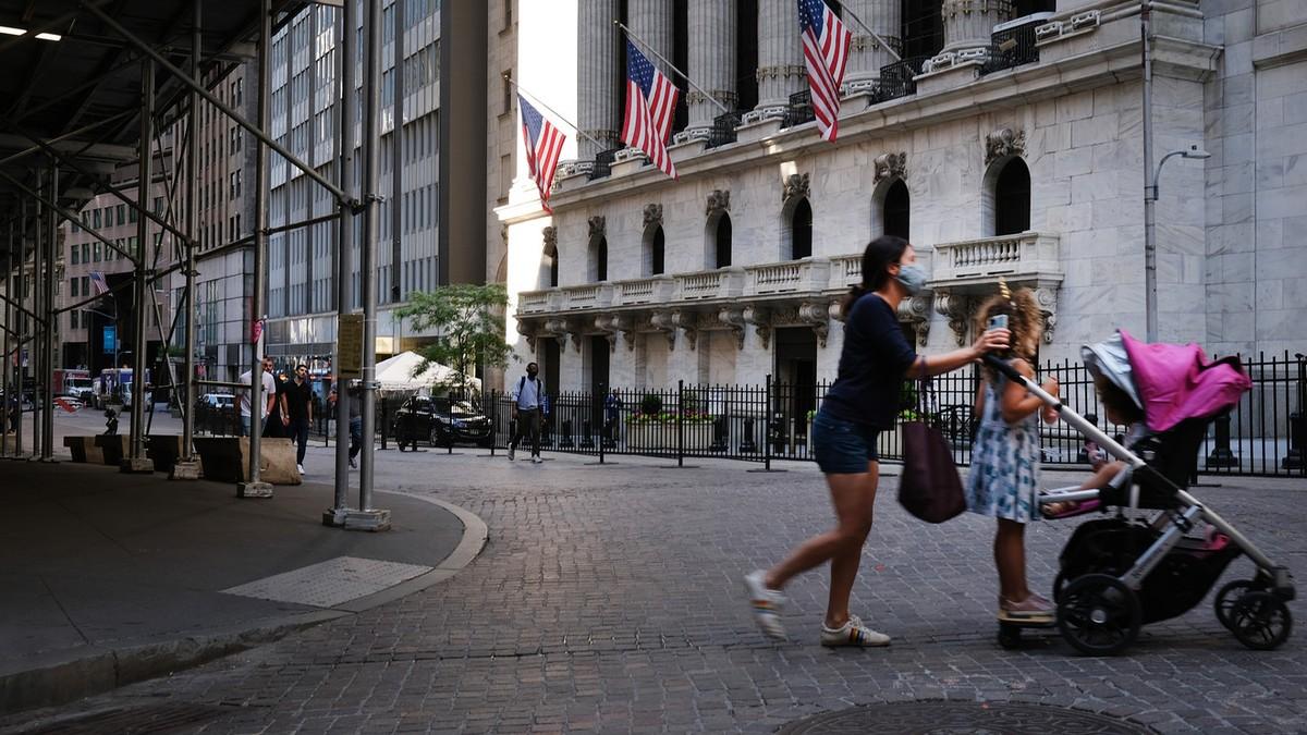 Dow Jones bật tăng 600 điểm ngay phiên đầu tháng 3/2021