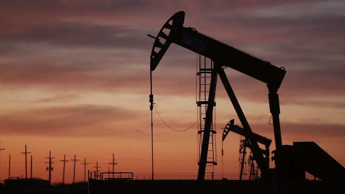 Giá dầu tăng vọt khi nội bộ OPEC+ bất đồng về hướng điều chỉnh sản lượng