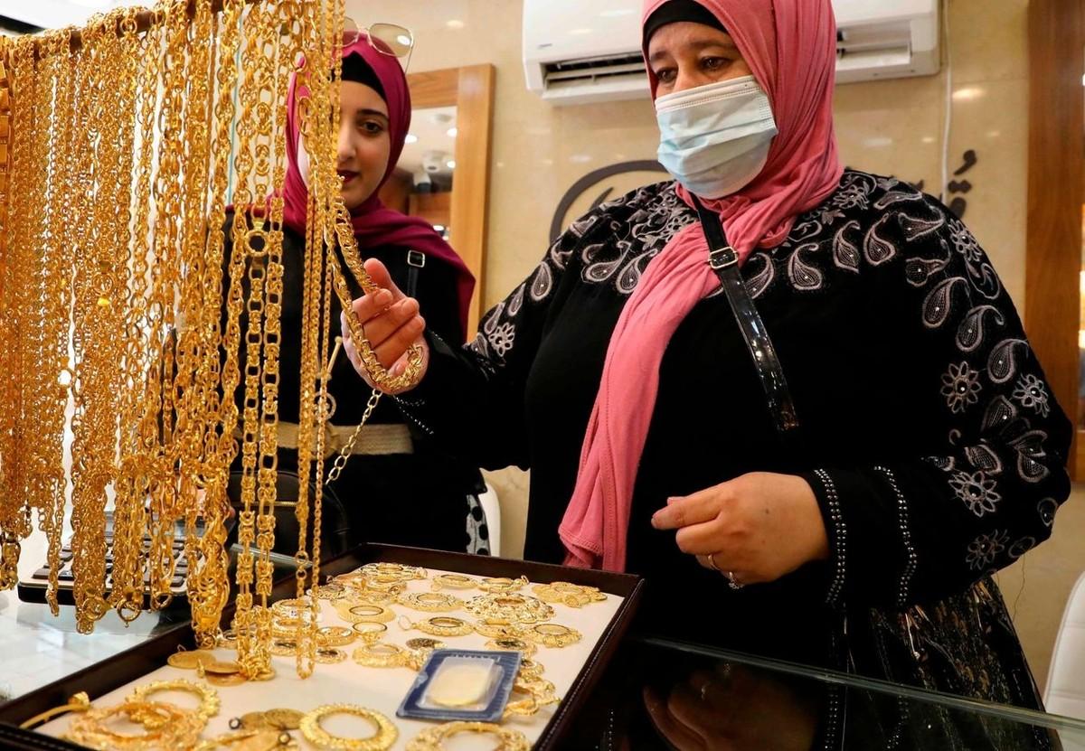 Nhà đầu tư bán mạnh, vàng chính thức rớt xuống dưới ngưỡng hỗ trợ quan trọng