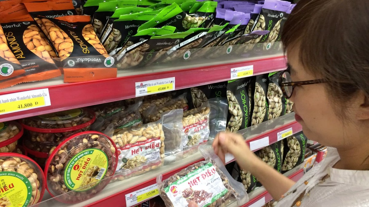 Consumer Price Surge in February Does Not Push Up Yearly Inflation, Economists Say