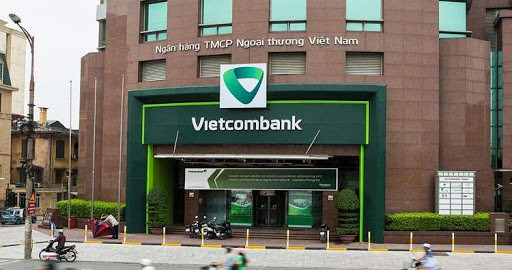 Fitch Revises Outlook on Vietcombank to Positive; Affirms IDR at 'BB-'