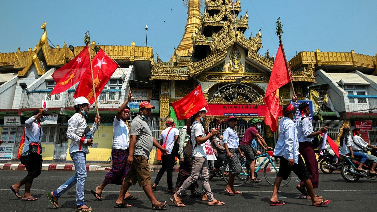 Sau 2 tháng chính trị rối ren, kinh tế Myanmar đang sụp đổ như thế nào?