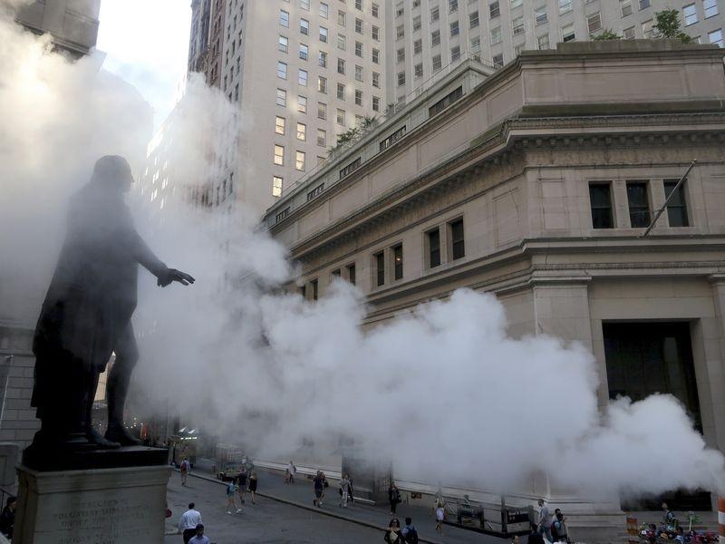 """Nhiều ngân hàng hàng đầu thế giới """"rúng động"""" sau vụ sụp đổ quỹ đầu cơ lớn của phố Wall"""