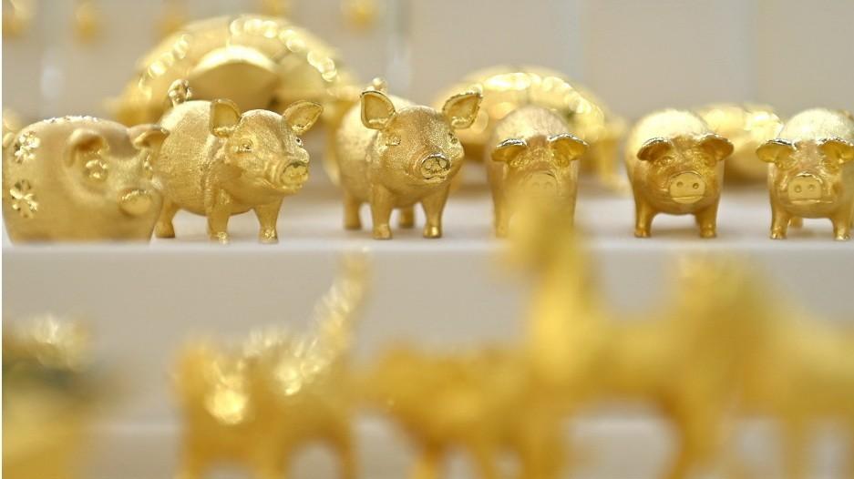 Giá vàng chốt lại tháng tăng đầu tiên của năm 2021