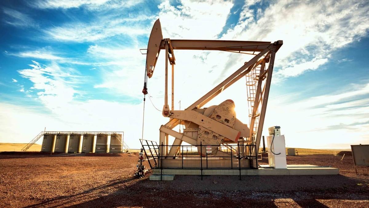 Nhiều yếu tố đẩy giá dầu tăng lên cao nhất trong hơn 2 năm
