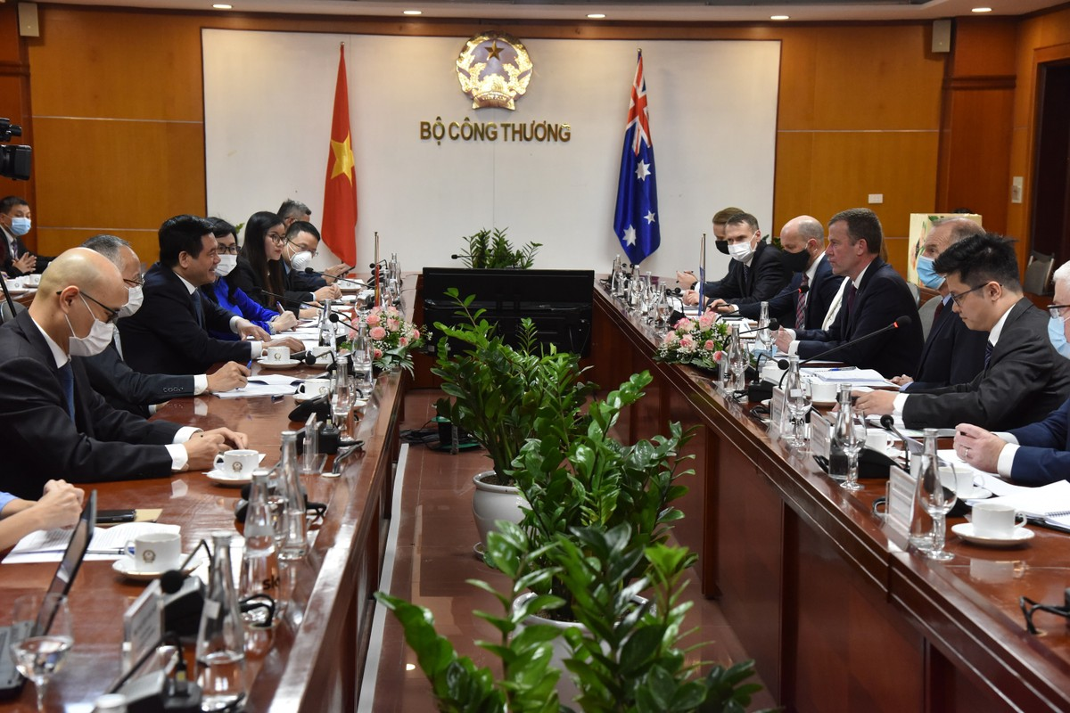 Australian Trade and Investment Minister Holds Talks in Vietnam to Progress Economic Links