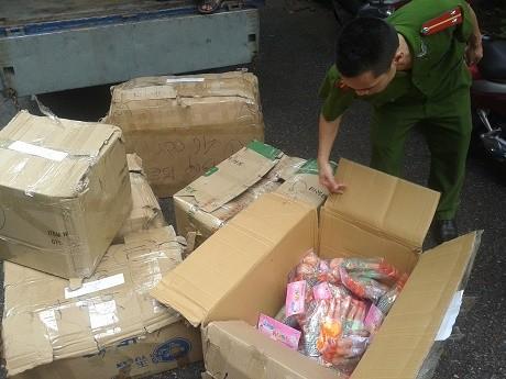 Hà Nội phát hiện hai kho chứa hàng giả ở chợ Đồng Xuân