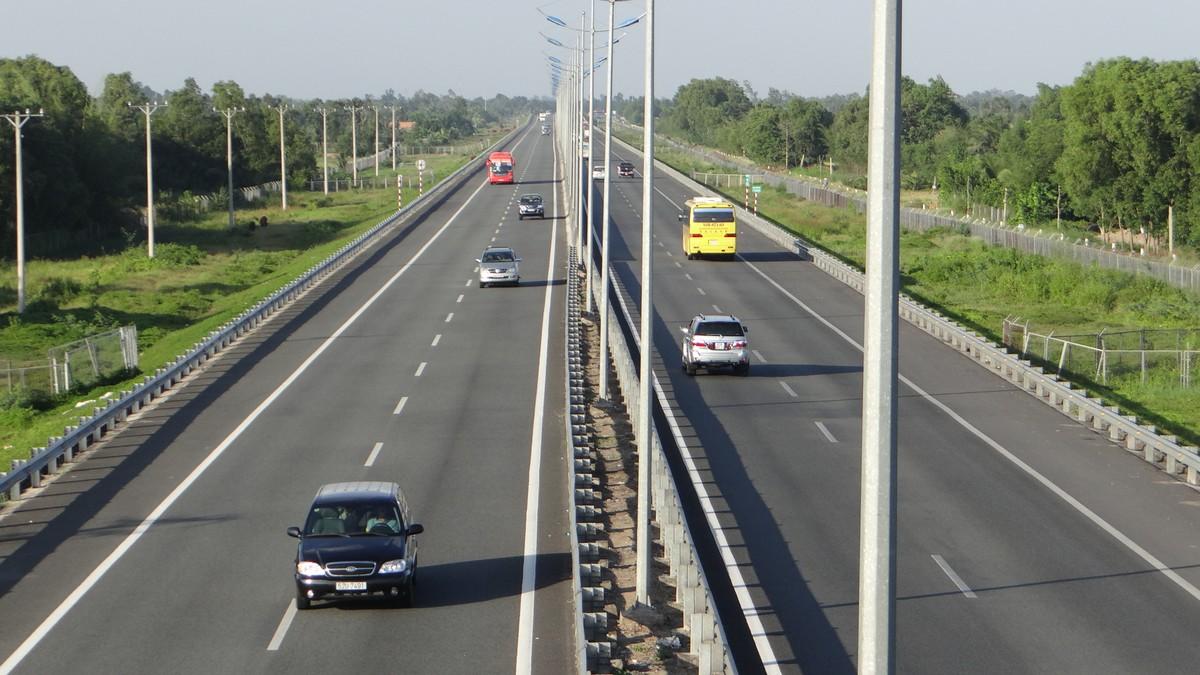 Địa ốc 24h: Phát hiện hàng loạt sai phạm tại cao tốc TP.HCM - Trung Lương