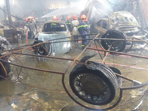 Cháy garage xe siêu sang ở Sài Gòn thiệt hại hơn 70 tỷ đồng