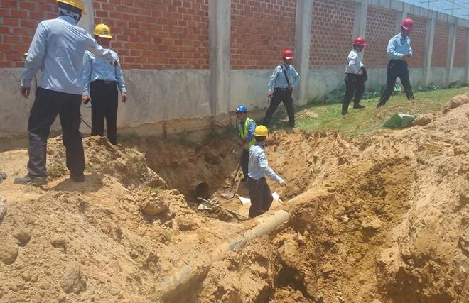 Cắt đường ống xả thải ngầm trái phép của Formosa