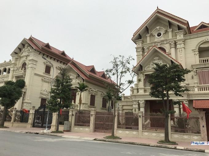 """Ngắm biệt phủ """"song sinh"""" của anh em nhà Bí thư Huyện ủy Duy Tiên, Hà Nam"""