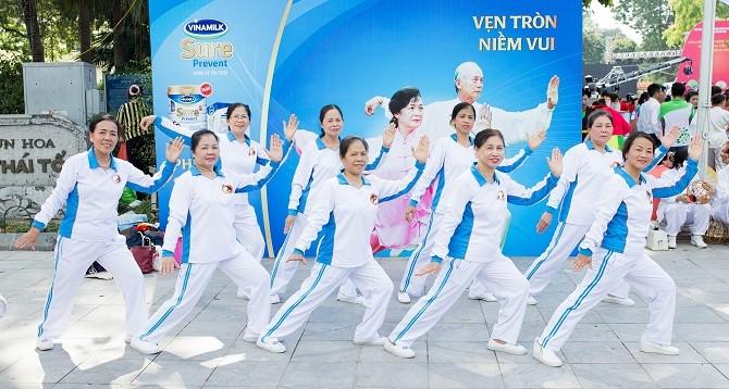 Vinamilk Sure Prevent đồng hành cùng phong trào rèn luyện sức khỏe người cao tuổi tại Hà Nội