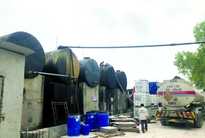 Sự thật đáng sợ dầu thải xả vào nguồn nước sạch sông Đà