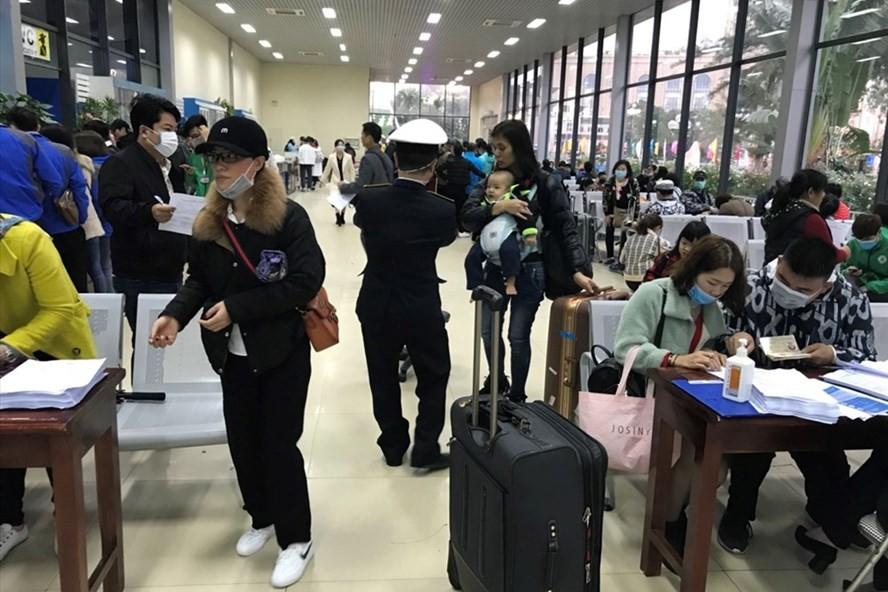 Khách Trung Quốc qua cửa khẩu Móng Cái giảm mạnh do lo sợ virus corona