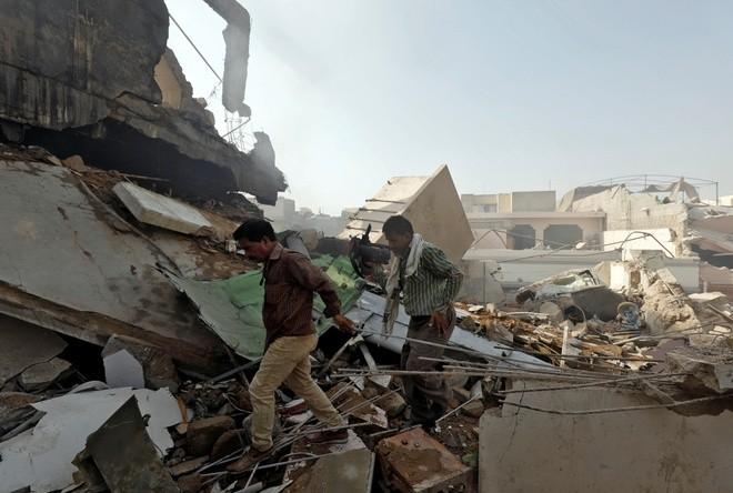 Máy bay chở hơn 100 người rơi ở Pakistan, không ai sống sót
