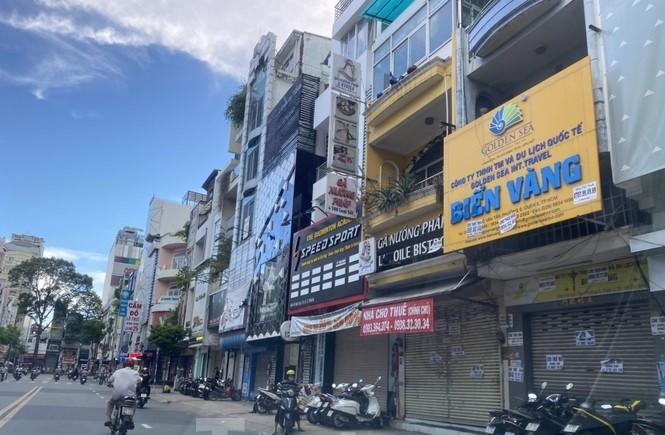 """Nhà phố tiền tỷ """"thi nhau"""" đóng cửa, treo biển cho thuê ở trung tâm Sài Gòn"""