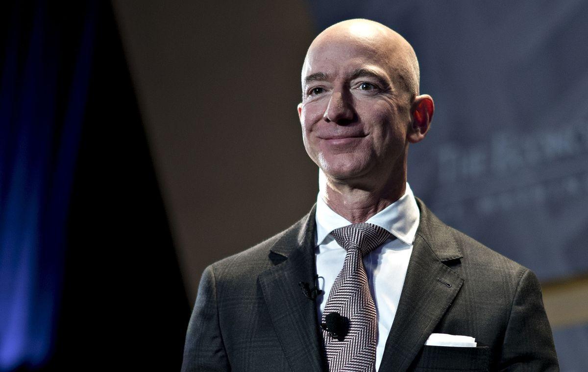 Jeff Bezos vừa bán 1 triệu cổ phiếu Amazon trị giá 3,1 tỷ USD