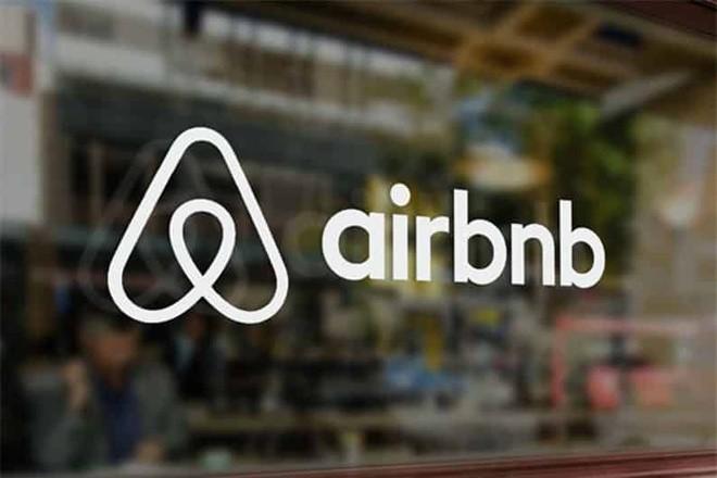 Airbnb âm thầm nộp đơn IPO, định giá giảm gần một nửa