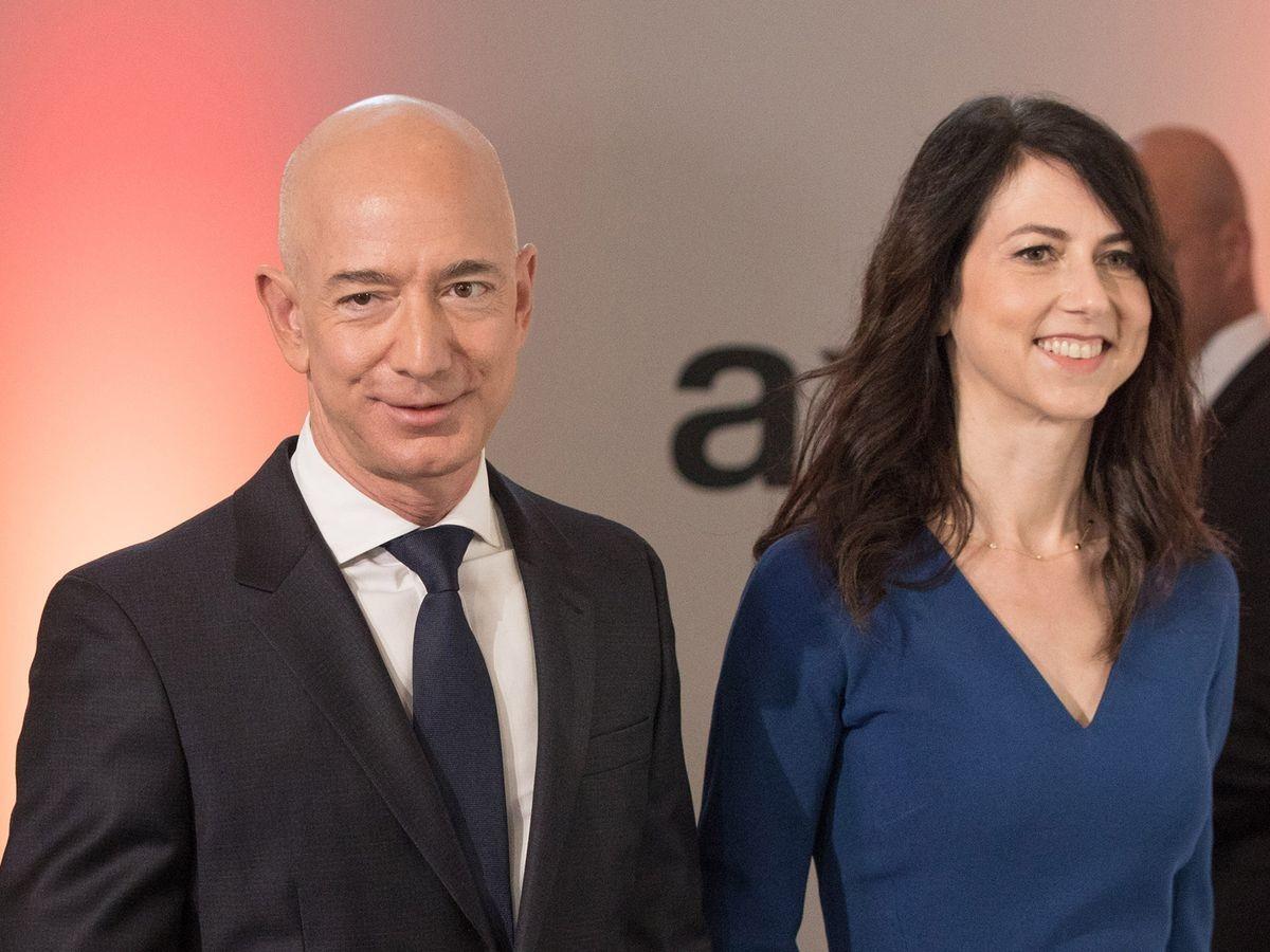 Tài sản của Jeff Bezos vượt 200 tỷ USD, Elon Musk thành siêu tỷ phú