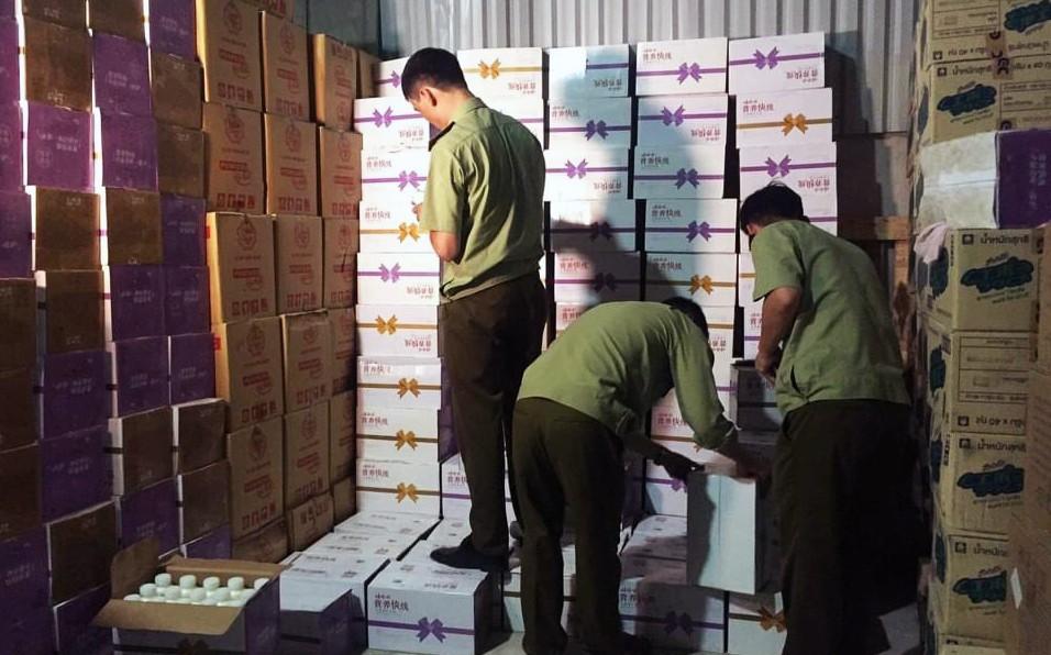 Hà Nội: Phát hiện hơn 38.000 chai sữa chua in chữ Trung Quốc không hóa đơn
