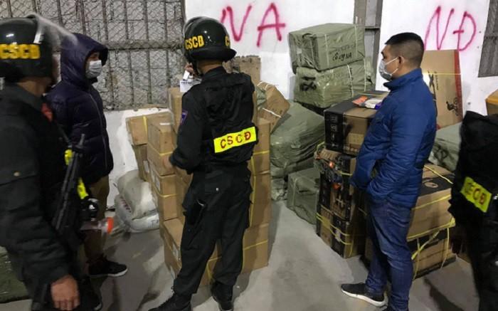 Bắt 10 bị can liên quan đường dây buôn lậu đặc biệt lớn
