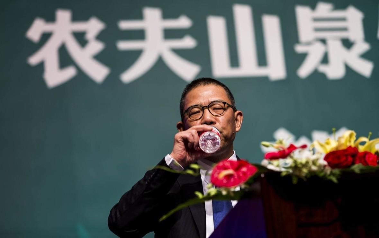 Tỷ phú nước đóng chai Trung Quốc giàu vượt Warren Buffett