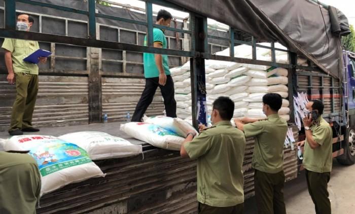 Bắt 1.800 bao bột ngọt loại cấm lưu thông, nghi nhập lậu từ Trung Quốc