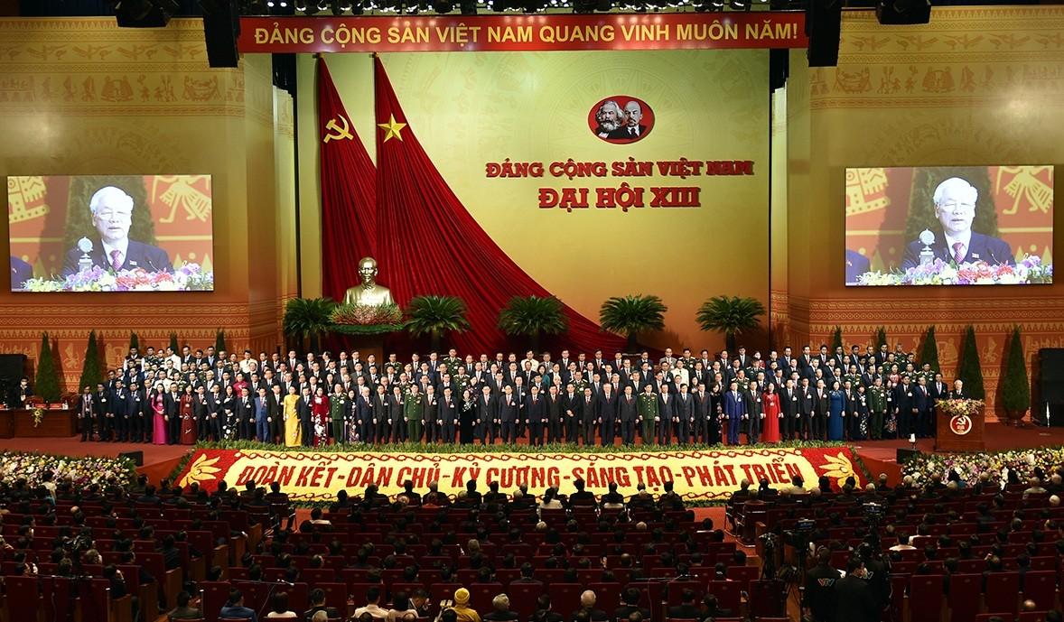 Bế mạc Đại hội Đảng lần thứ XIII, thông qua nhiều nội dung quan trọng