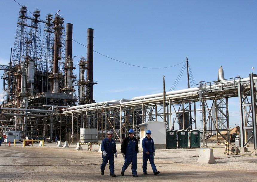 Các nhà máy lọc dầu Texas tê liệt, giá xăng ở Mỹ tăng
