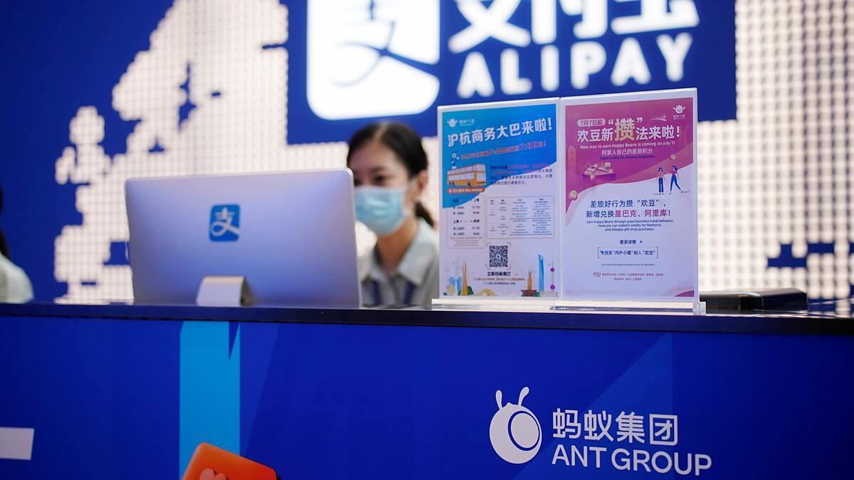 """Bắc Kinh giáng thêm đòn, """"con cưng"""" của Jack Ma mất nguồn thu lớn"""