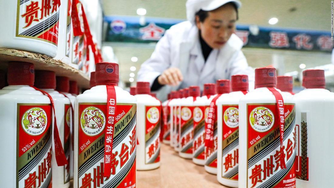 """Vốn hóa công ty sản xuất """"quốc tửu"""" Trung Quốc mất 111 tỷ USD"""