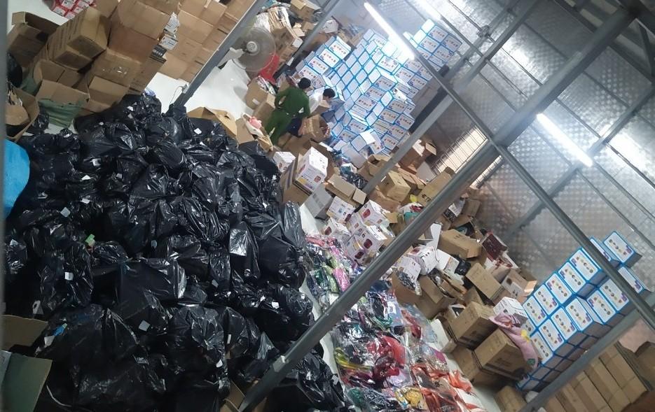 Triệt phá kho hàng giả, hàng nhái lớn nhất Ninh Bình