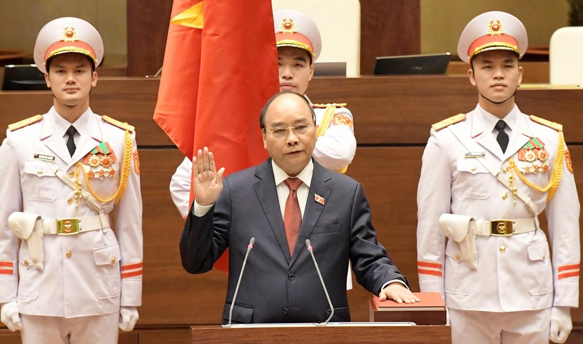 100% đại biểu tán thành Nghị quyết bầu ông Nguyễn Xuân Phúc làm Chủ tịch nước