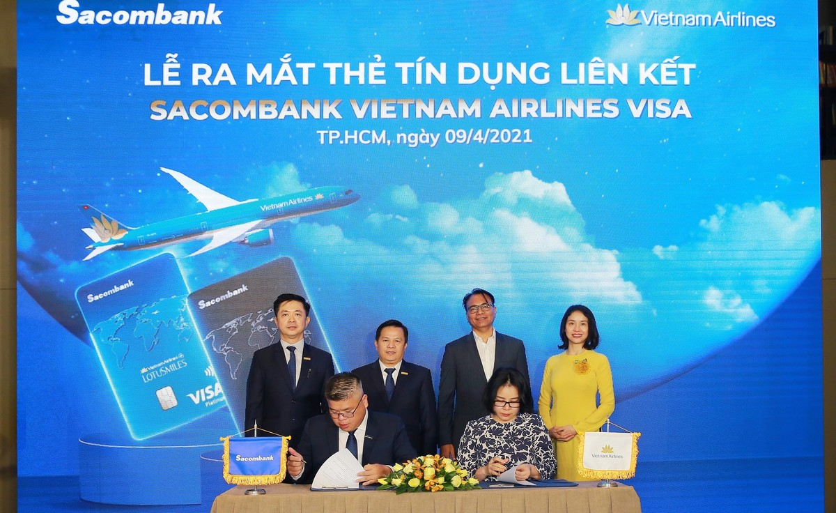 Sacombank hợp tác với Vietnam Airlines ra mắt thẻ tín dụng quốc tế đẳng cấp vượt trội
