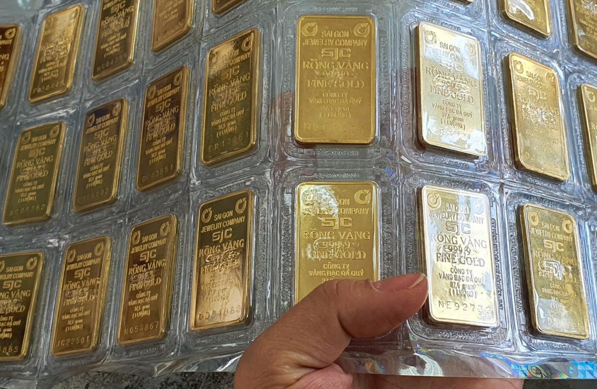 Giá vàng trong nước lệch pha thế giới, khoảng cách ngày càng nới rộng