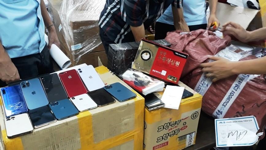 Bắt hơn 100 điện thoại iPhone, Samsung, LG lậu trên chuyến bay từ Hàn Quốc về Nội Bài