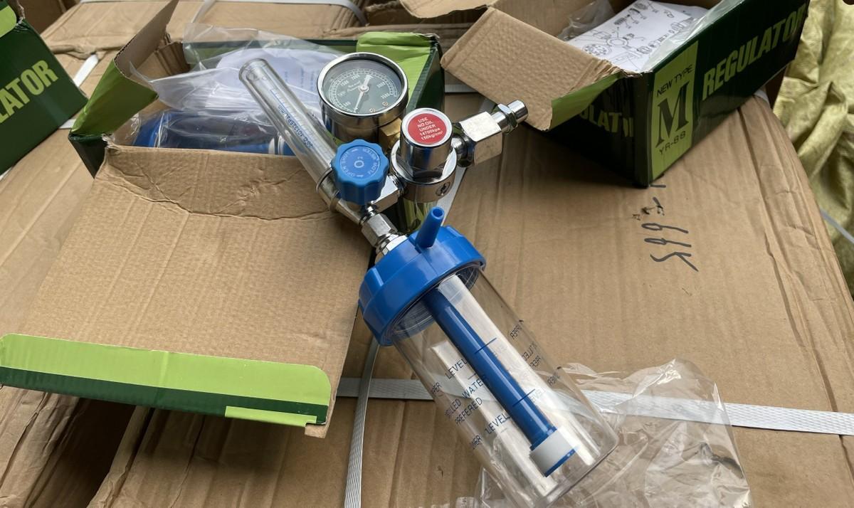 Hà Nội: Chặn 1.000 bộ van máy thở không rõ chất lượng trên đường tiêu thụ