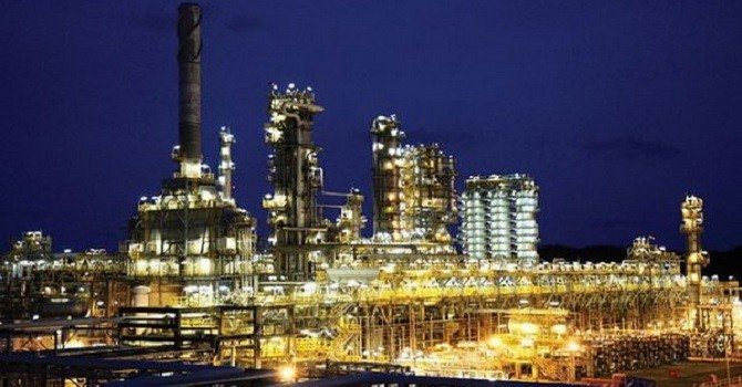 Doanh nghiệp 24h: Lọc hoá dầu Bình Sơn (BSR) báo lãi giảm 86% trong quý II, cổ phiếu tiếp tục phá đáy