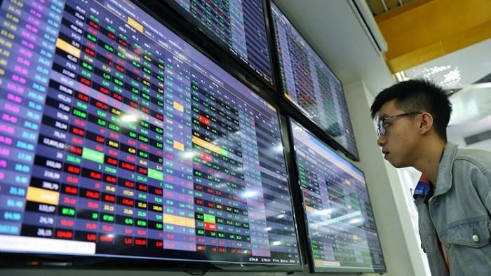 """Hàng loạt cổ phiếu """"lì xì"""" nhà đầu tư hơn lãi tiền gửi một năm trong phiên khai xuân lịch sử"""