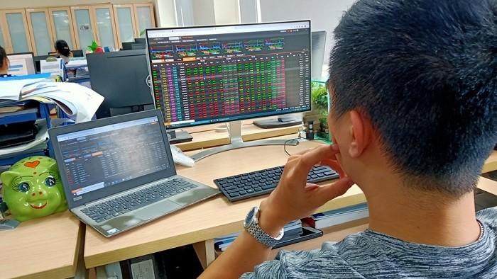 """Nếu cổ phiếu trên HoSE trở nên """"đắt đỏ"""" vì nâng lô lên 1.000, đâu là lý do nhà đầu tư đừng vội vã rời bỏ thị trường?"""